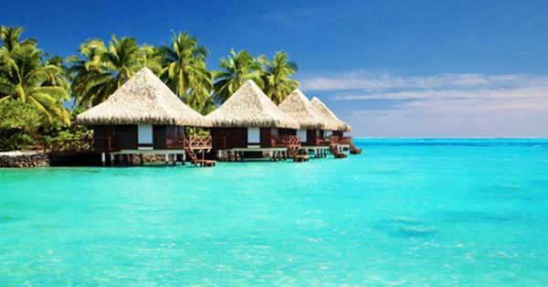 teaser_ferien - Over water bungalows with steps into amazing green lagoon by shutterstock.com