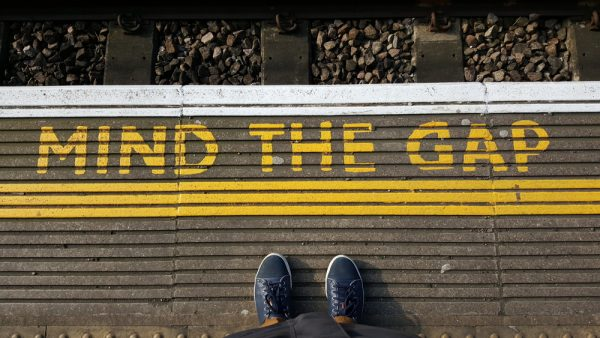 shutterstock_396331873  mind the gap by shutterstock.com
