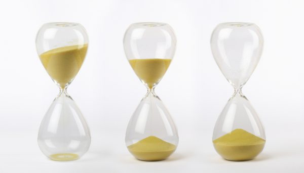 shutterstock_293086346 three hourglasses with yellow sand: from start to the end on white background by shutterstock.com
